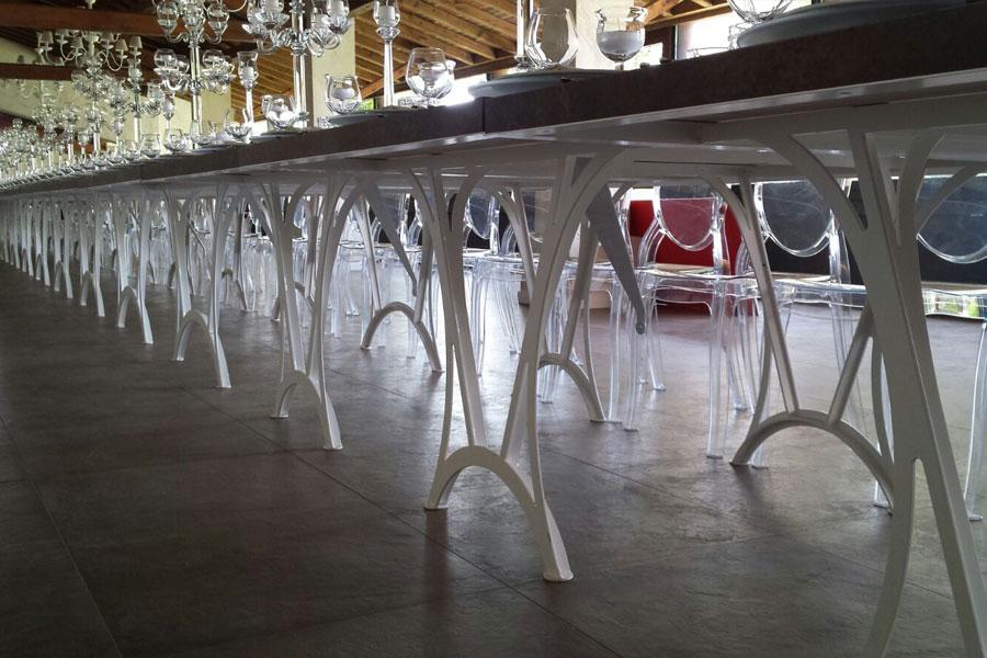 tavolo con base metallica